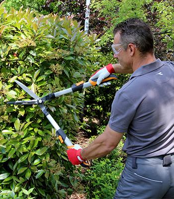 Manual hedge trimmer